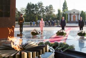 Руководство Республики Молдова возложило цветы к Вечному огню на Мемориальном комплексе «Вечность»