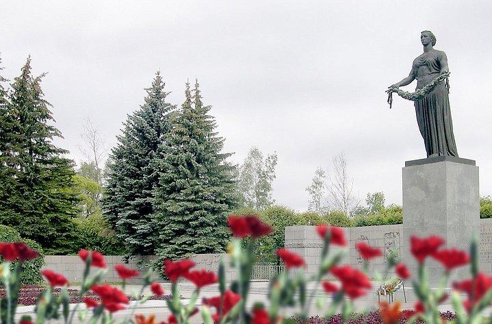 Валентина Матвиенко: Ленинград служил примером мужества для всех советских солдат