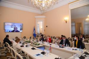 В Таврическом дворце обсудили вопросы законотворчества в сфере науки и образования
