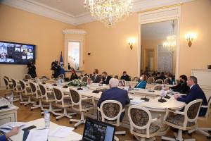 В Таврическом дворце обсудили законодательные меры противодействия COVID-19 и другие вопросы социальной политики