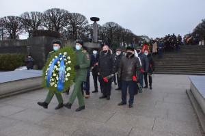 Делегация МПА СНГ приняла участие в торжественно-траурной церемонии на Пискаревском мемориальном кладбище