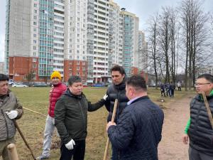 Нурбек Сатвалдиев и представители кыргызской диаспоры Санкт-Петербурга приняли участие в весеннем субботнике