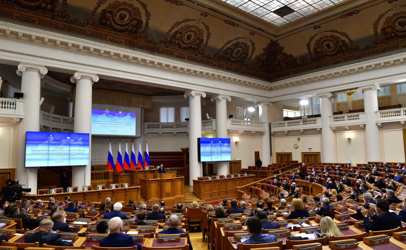 В День российского парламентаризма Владимир Путин обсудил с законодателями страны задачи по реализации Послания