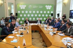 В Таврическом дворце обсудили современные вызовы экологической безопасности и методы их предотвращения
