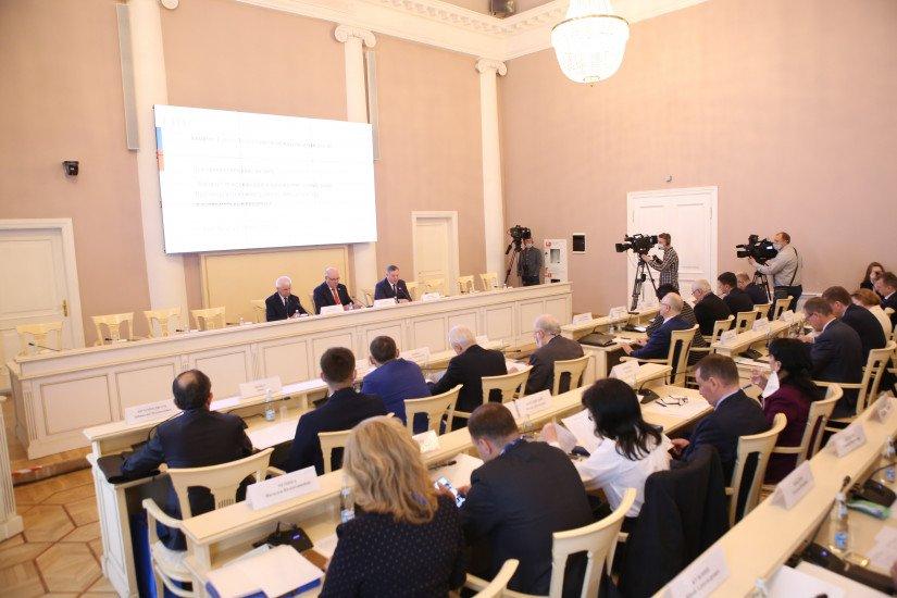 Russian Senators Held Retreat Session on Election Observation