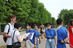 Уроки истории: школьники из стран Содружества побывали в Петергофе и Кронштадте