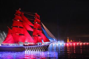 Участники форума «Дети Содружества» увидели «Алые паруса» в Петербурге