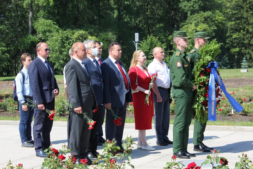 Solemn Mourning Ceremony Took Place at Piskarevsky Memorial Cemetery