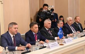 Представители политических партий поделились с наблюдателями мнениями о парламентских выборах в России