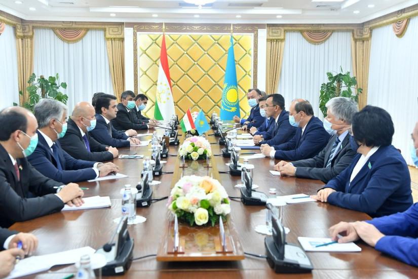 Парламенты Казахстана и Таджикистана укрепляют сотрудничество