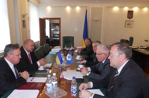 Наблюдатели от МПА СНГ проводят мониторинг предвыборной ситуации в Украине