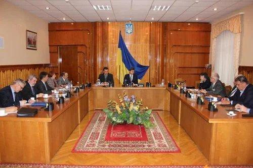 Явка на парламентских выборах будет 63-64 процента. Такой прогноз озвучили в ЦИК Украины на встрече с наблюдателями от МПА СНГ