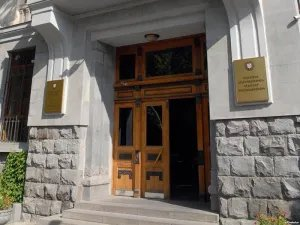 Международные наблюдатели в «день тишины» отправились в Генеральную прокуратуру