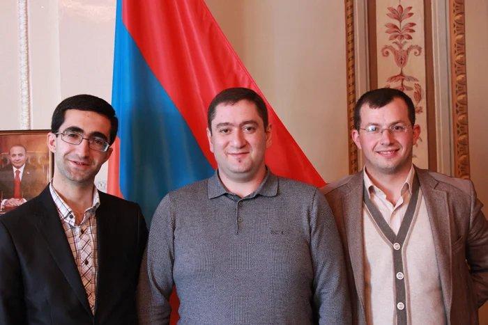 В Таврический дворец начинают съезжаться молодые парламентарии