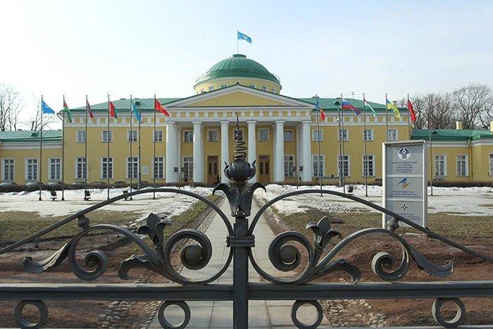 В Таврическом дворце обсуждают меры противодействия торговле людьми