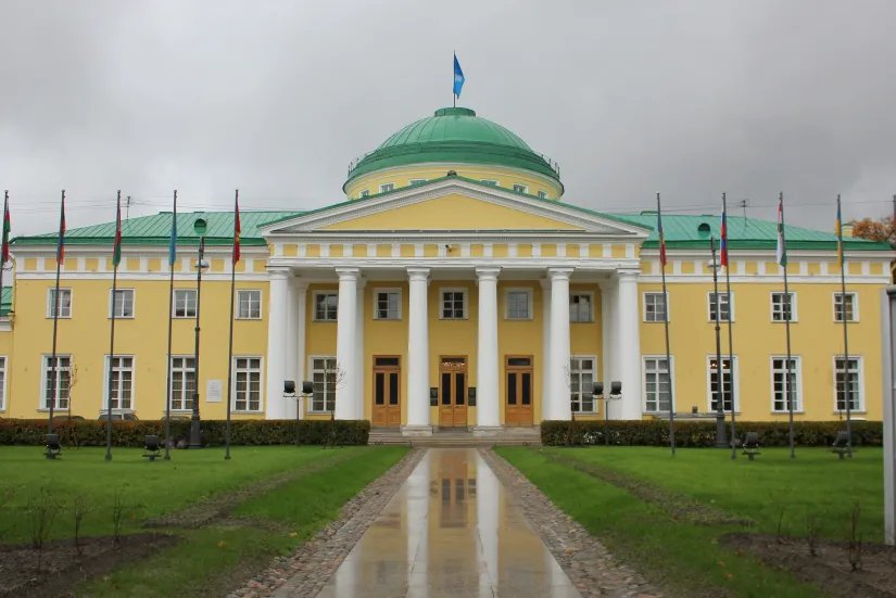 Таврический дворец - колыбель российского парламентаризма