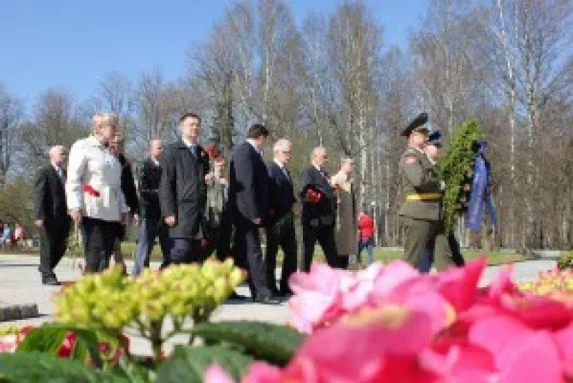 Торжественно-траурная церемония на Пискаревском кладбище