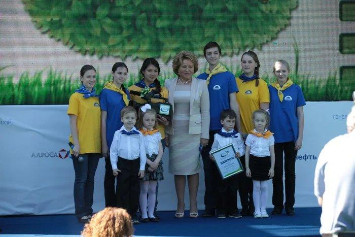 Валентина Матвиенко стала зрителем ЭкоКинотеатра в Таврическом саду