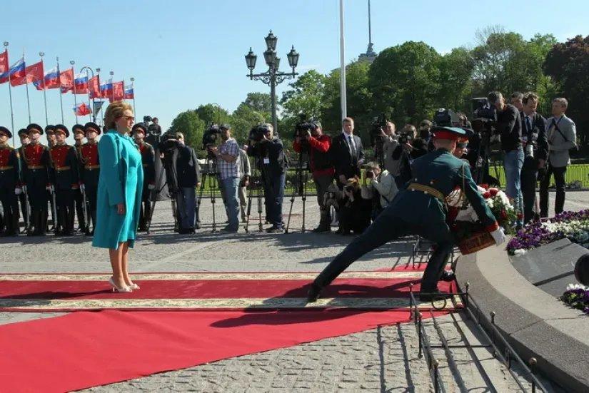 Валентина Матвиенко поздравила петербуржцев с днем города