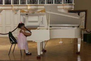 Концерт в Таврическом дворце дети посвятили дню рождения Санкт-Петербурга