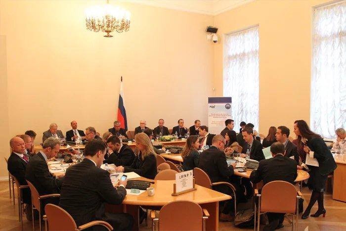 Вопросы эффективного обеспечения парламентской деятельности обсуждают в Таврическом дворце