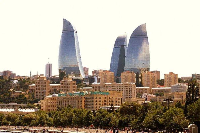 Группа международных наблюдателей прилетела в Баку