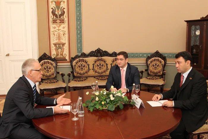 Эдуард Шармазанов встретился с Алексеем Сергеевым
