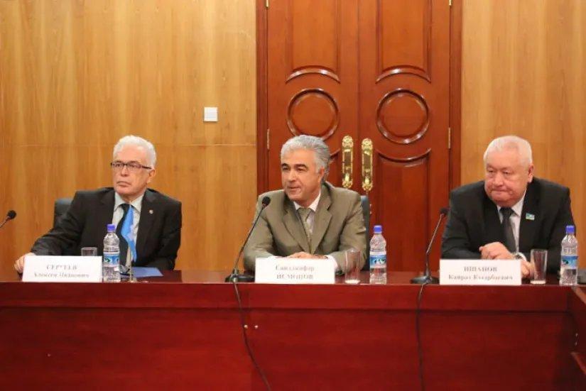 Саидджафар Исмонов ответил на вопросы международных наблюдателей от МПА СНГ