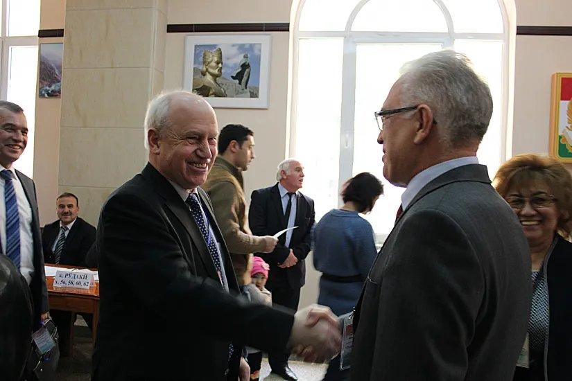 Наблюдатели Миссии СНГ встретились на избирательном участке