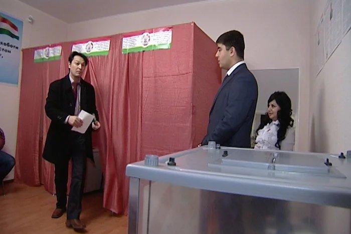 Наблюдатели от МПА СНГ отмечают высокую явку избирателей на участке в Санкт-Петербурге