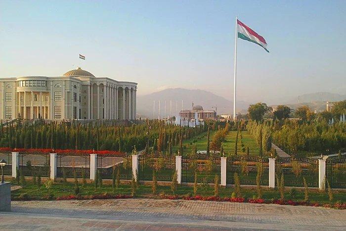 В Республике Таджикистан отмечают День государственного флага