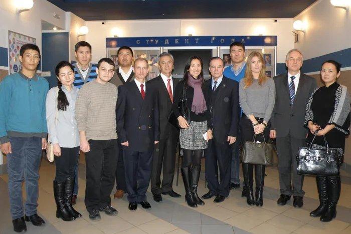 Кыргызской молодежи показали, как в Петербурге учат управленцев