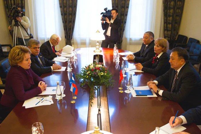 Межпарламентское сотрудничество обсудили Валентина Матвиенко и Асилбек Жээнбеков