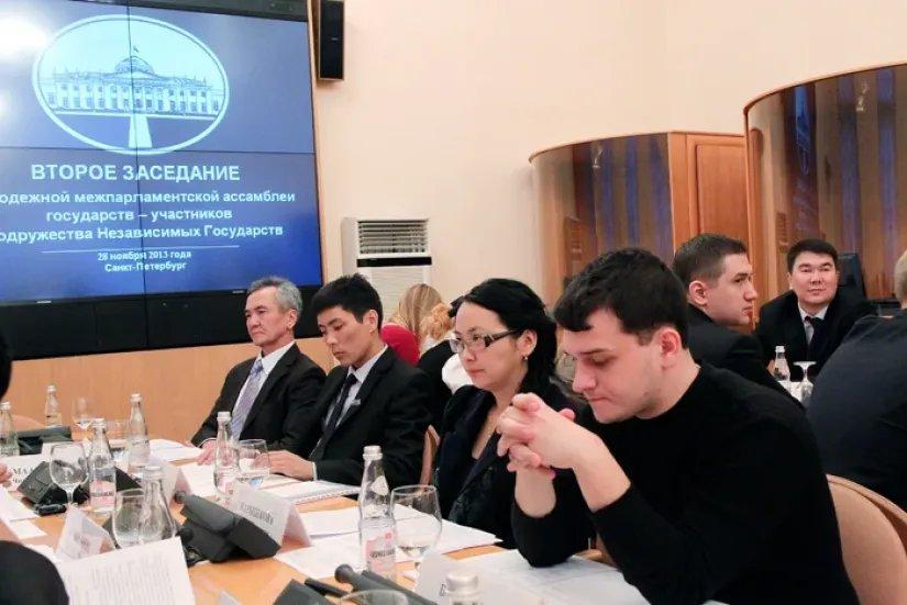 Асилбек Жээнбеков в Санкт-Петербурге встретился с молодыми исследователями из Кыргызстана