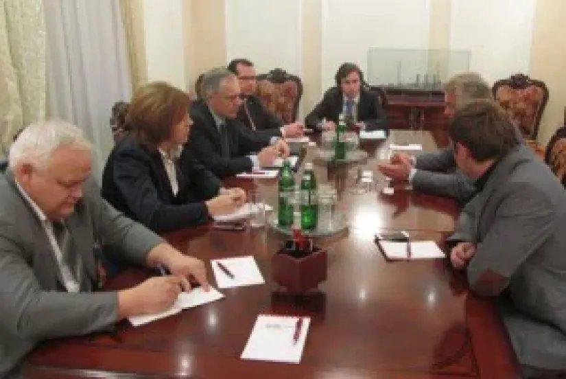 Наблюдатели от МПА СНГ провели ряд встреч с представителями партий