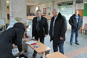 В Украине начались повторные выборы в Верховную Раду
