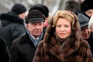 Владимир Путин и Валентина Матвиенко возложили цветы к монументу «Мать-Родина»