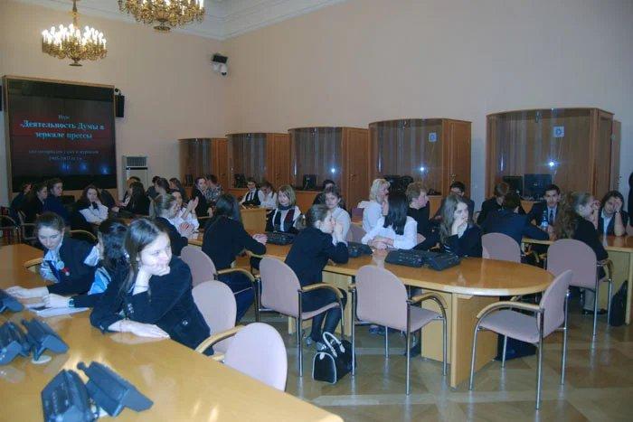 Школьники Петербурга приехали в Таврический дворец продемонстрировать знания по истории российского парламентаризма