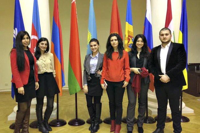 В Таврический дворец приехали активисты армянской молодежной организации Санкт-Петербурга