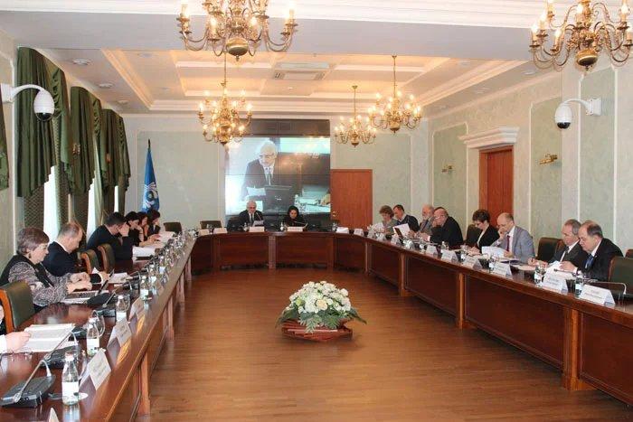 Парламентарии, врачи и юристы обсуждают вопросы здравоохранения