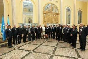 МПА СНГ подарили бюст основоположника азербайджанского  парламентаризма