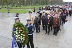 Представители МПА СНГ возложили венки и цветы к монументу Матери-Родины