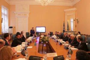 Парламентарии и эксперты обсуждают вопросы образования