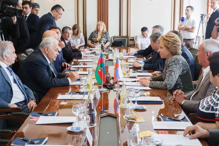 Валентина Матвиенко провела встречу с Октаем Асадовым