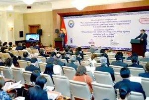 В Бишкеке обсуждают роль парламентариев в борьбе с коррупцией