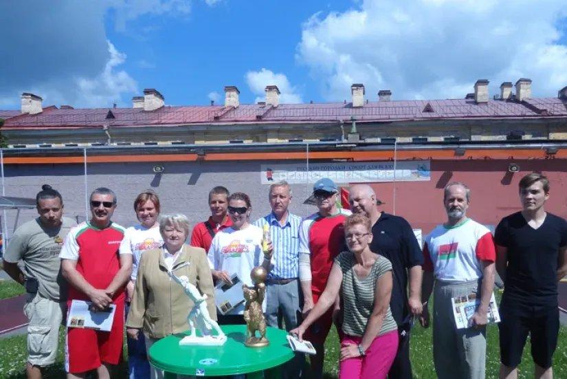 Сотрудники международных организаций и консульских учреждений соревновались в городошном спорте