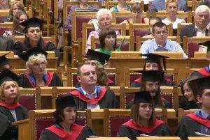 Вручение государственных дипломов Санкт-Петербургского университета управления и экономики прошло в Думском зале