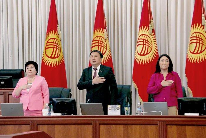 Асылбек Жээнбеков объявил об открытии очередной парламентской сессии