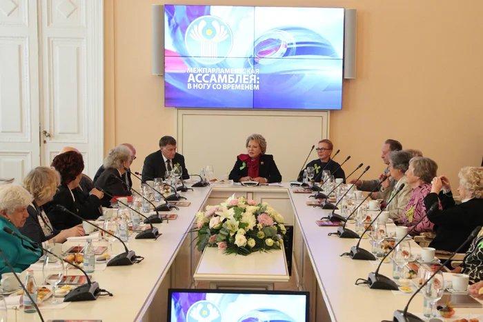 Председатель Совета МПА СНГ Валентина Матвиенко встретилась с ветеранами