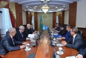 Группа наблюдателей от МПА СНГ провела встречу с Кайратом Ищановым